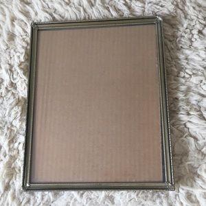 """Vintage 8""""x10"""" Gold/Black Hanging/tabletop Frame"""